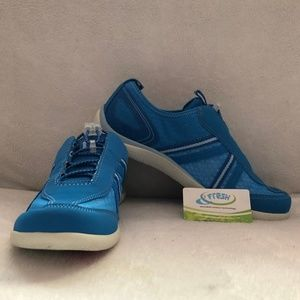 Lands End Water Shoes Blue Size 8 NWT
